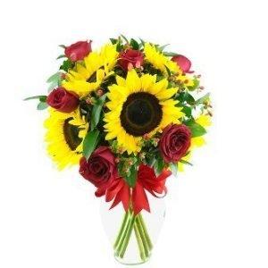 Arreglo-floral-con-Girasoles-y-Rosas-Rojas