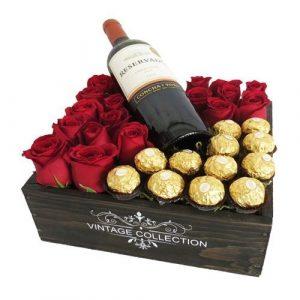 Rosas, chocolates y vino en caja