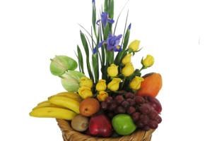 Arreglo frutal con iris