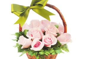 Canasta con 12 rosas