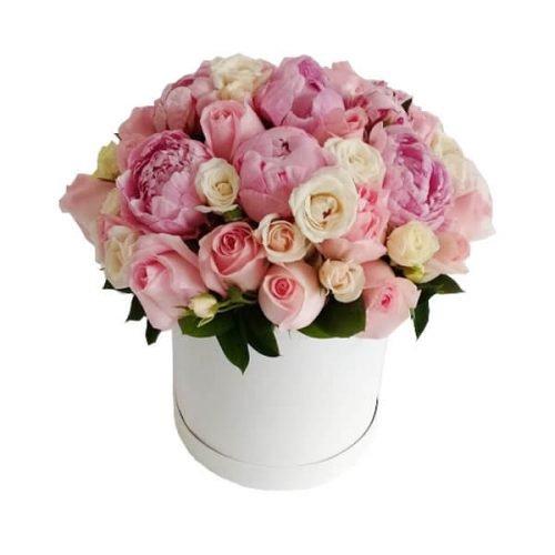 peonias, rosas y mini rosas en caja